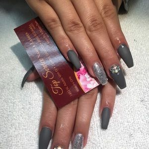 Top service nails and lashes